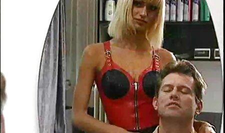 ¡A la camarera sexy de ver pelis eroticas gratis HYE le gusta el semen en su jamón!
