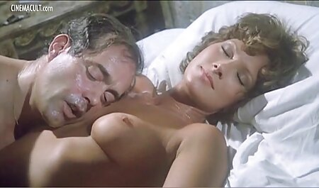 Corrida facial en novia y chorros calientes de ella en peliculas porno en latino la cámara
